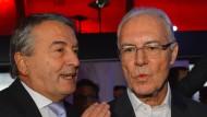 Beckenbauer ist es wohl nicht: DFB-Präsident Wolfgang Niersbach (l., beim Neujahrsempfang der DFL am Dienstag) heizt Gerüchte an