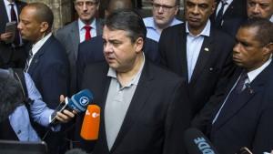 Gabriel will Asylbewerbern ihren Wohnsitz vorschreiben