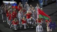Weißrusse mit russischer Fahne: Sportfunktionär Andrej Fomotschkin (hinten links)