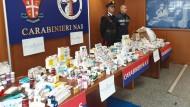 Stolze Ausbeute: Italienische Carabinieri bewachen unzählige gefälschte Medikamente und Doping-Substanzen