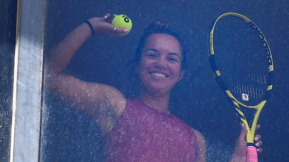Grüße aus dem Hotelzimmer: Viele Tennisspieler sitzen in Australien erst einmal in der Quarantäne fest.