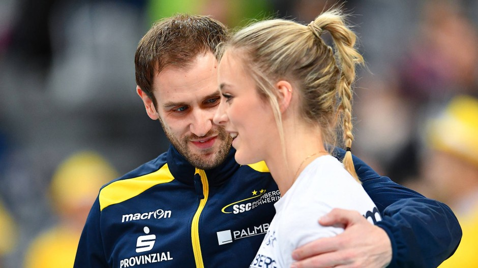 Coach und Star: Felix Koslowski hegt große Erwartungen an Louisa Lippmann.
