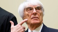 Und was sagt Bernie Ecclestone zu den Problemen der kleinen Teams? Misswirtschaft!