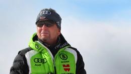 Skilehrer hilft dem Club