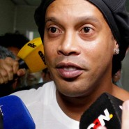 Seit Anfang März ist Ronaldinho (links) in Paraguay in Haft.