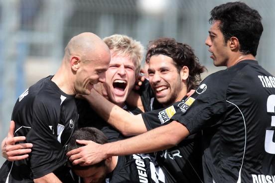 Bild Zu Zweite Fu Ball Bundesliga Ahlen Dicht Vor