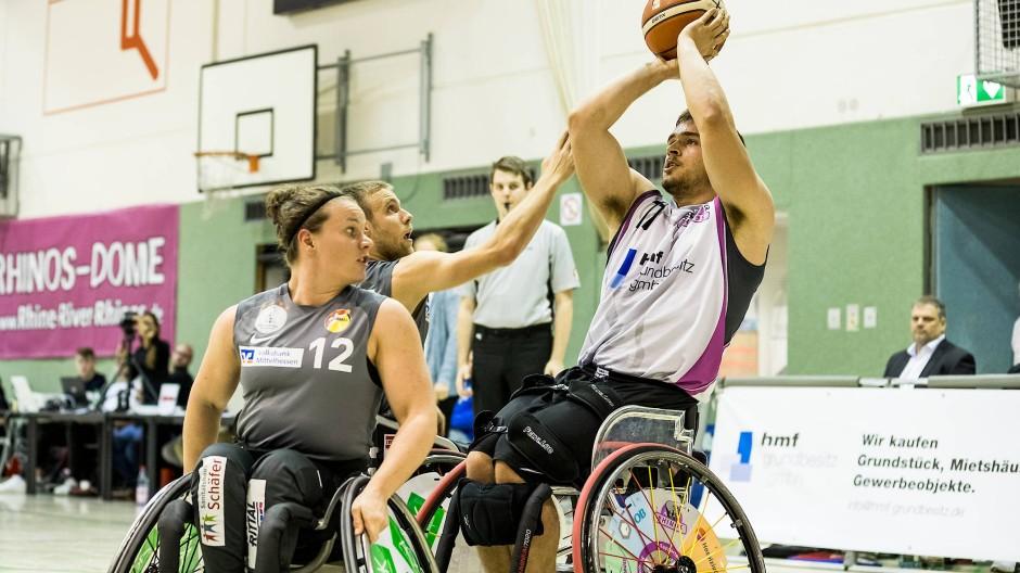 Im Fokus: Rollstuhlbasketballspieler wie Matthias Güntner (rechts)