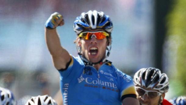 Cavendish siegt, Schumacher verteidigt das Gelbe Trikot