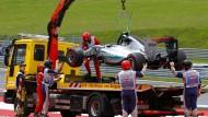 Der Mercedes von Nico Rosberg kam am Haken zurück in die Boxengasse
