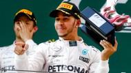 Es kann nur einer gewinnen: Nico Rosberg (links) und Lewis Hamilton