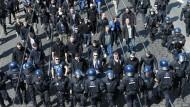 Mit Polizeieskorte ins Stadion: Darmstädter Fußball-Fans