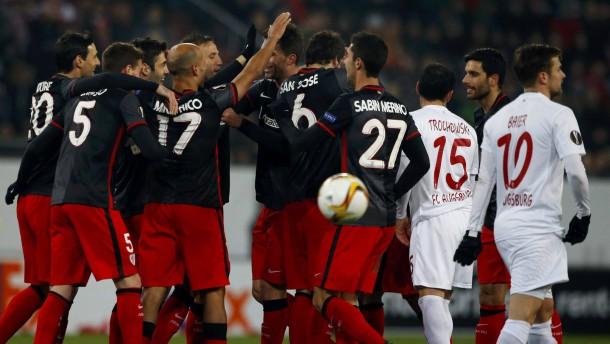 Augsburg verliert am Tag der wechselnden Führungen