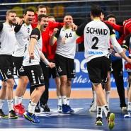 Dank an den Spielmacher: Andy Schmid führt die Schweizer Handballer zum Sieg über Österreich.
