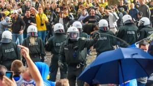 Politik setzt Fußball unter Druck