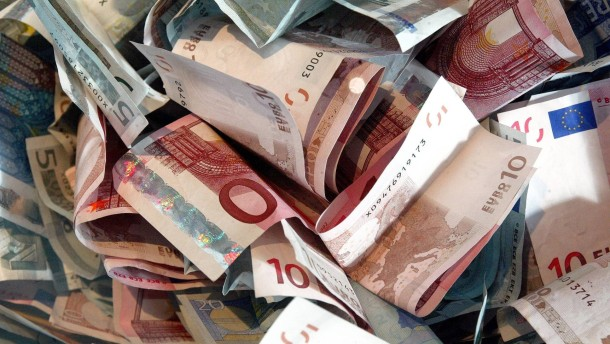 Bund, Länder, Kommunen und Sozialversicherung nahmen 2012  2,2 Milliarden mehr ein als sie ausgaben