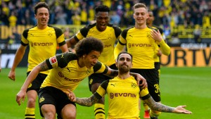 Dortmund nach spätem Drama auf Platz eins
