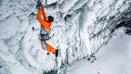 Kaltes Vergnügen: Auch beim Eisklettern hat Dani Arnold seinen Spaß.