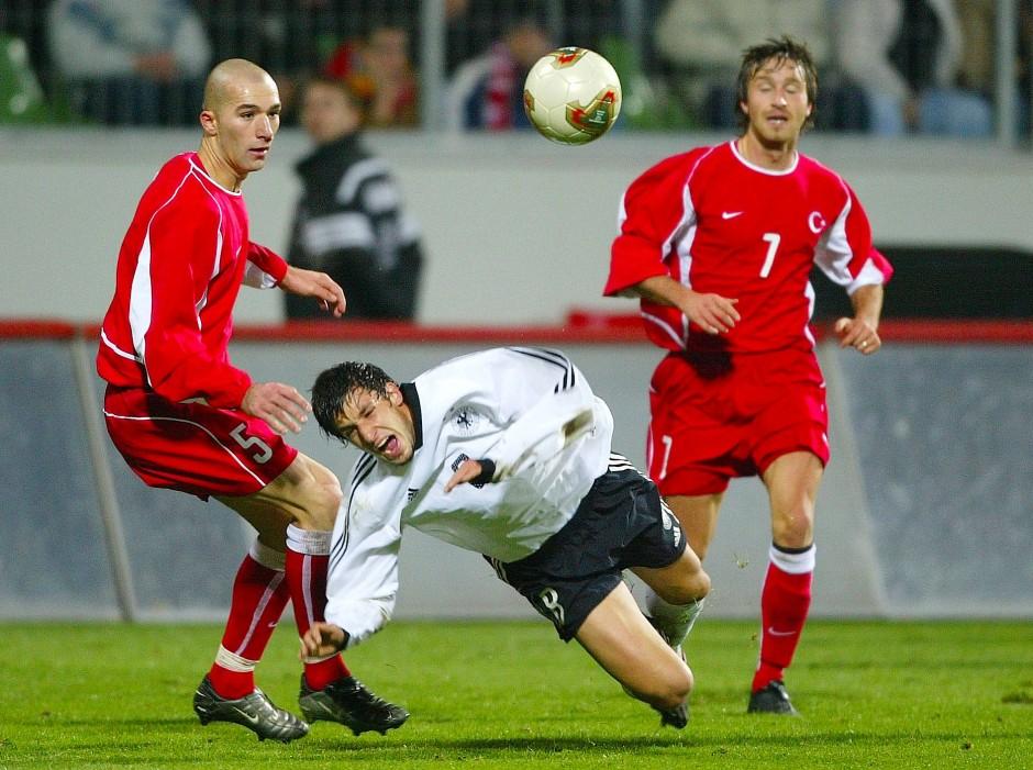 Sturzgefahr: Hoffnungsvolles Talent in jungen Jahren als U21- Nationalspieler