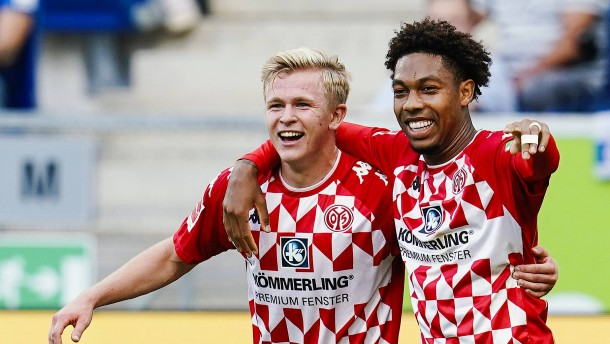 Mainz gewinnt zerfahrenes Spiel
