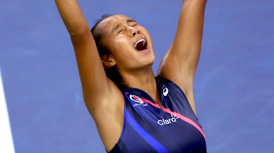 Leylah Fernandez besiegt Angelique Kerber bei den US Open.