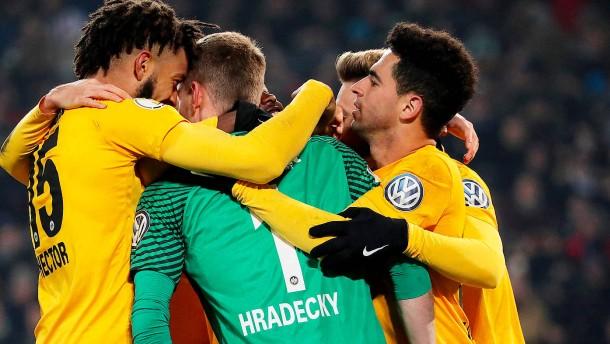 Hradecky ist Frankfurts Held in Minute 96