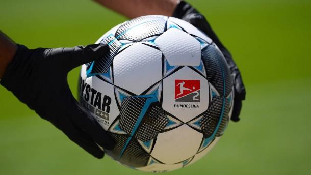 Der Fußball rollt wieder in Deutschland
