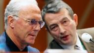 Fragen über Fragen: Franz Beckenbauer (links) und Wolfgang Niersbach (Bild vom 7. Dezember 2005).