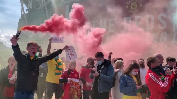 Wütende Fans sorgen für Spielausfall