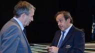 Riskante Nähe: Wolfgang Niersbach (links) und Michel Platini.