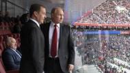 Dmitrij Medwedjew (links) und Wladimir Putin im Luschniki-Stadion beim Eröffnungsspiel der Fußball-WM.