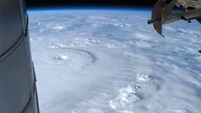 Der Blick auf dem All zeigt den Taifun über den Philippinen