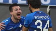 Hurra, wir sind noch nicht abgestiegen: Darmstadt besiegt Schalke kurz vor dem Ende.