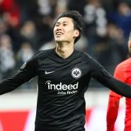 Weltumarmer: Daichi Kamada ist mit seinen drei Treffern der Mann des Abends.