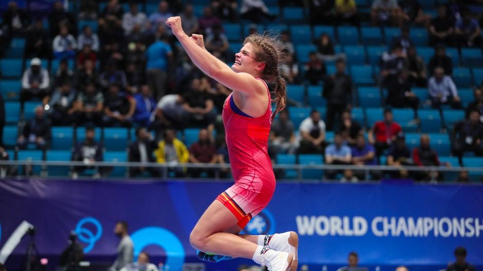 Luftsprünge in Nur-Sultan: Anna Schell nach ihrer gelungenen Olympia-Qualifikation