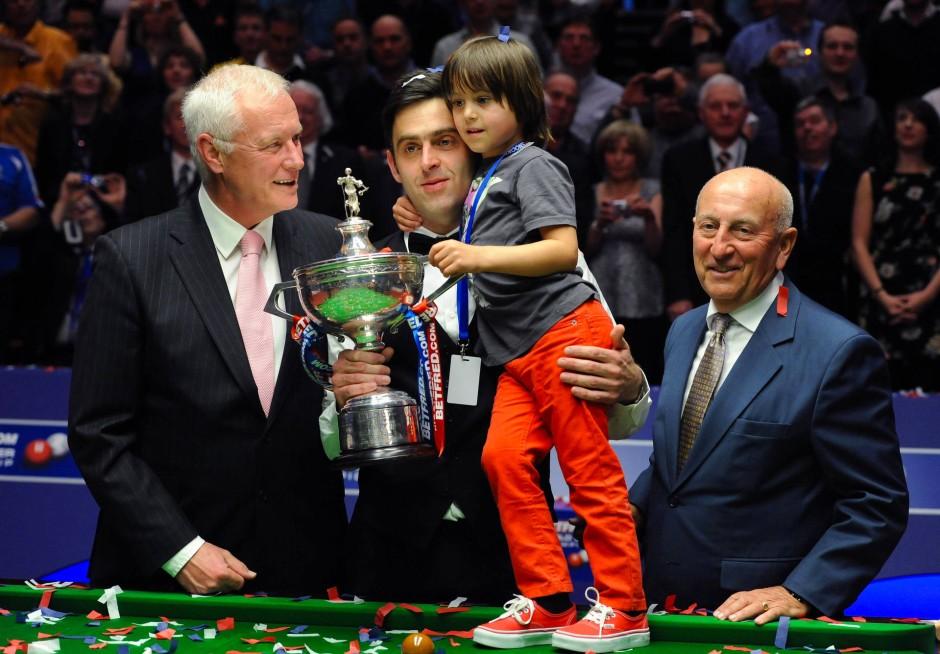 Auch beim Snooker mit Superstar Ronnie O'Sullivan mischt Hearn (links) mit.