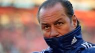 """Kragen hoch und weg: Schalke entlässt """"Jahrhunderttrainer"""" Huub Stevens"""