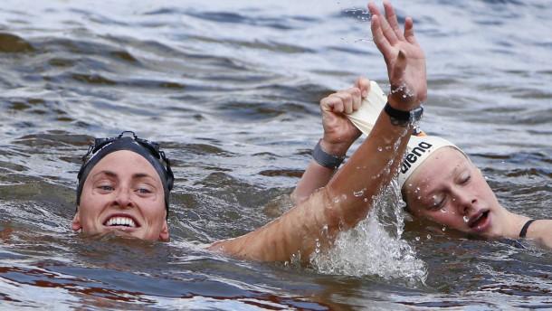 Zwei Medaillen im tiefen Wasser
