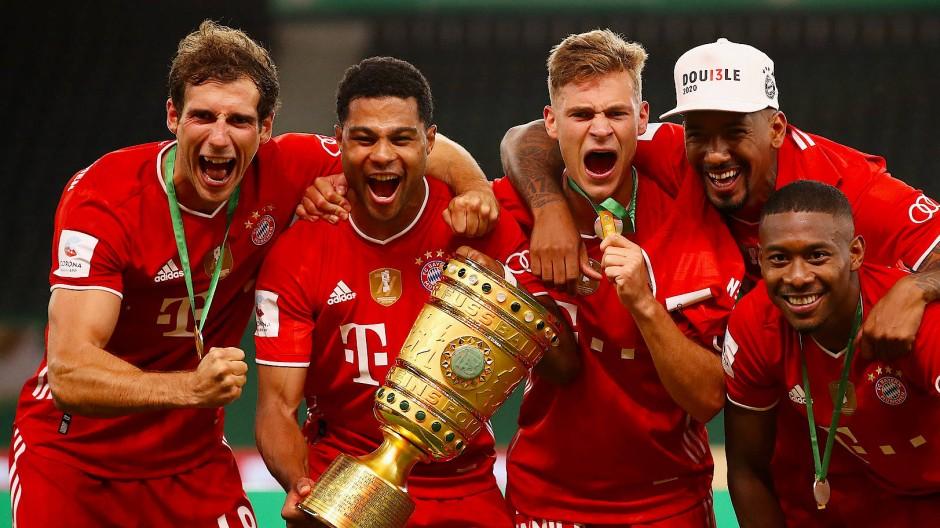 Ein starkes Stück: Goretzka, Gnabry, Kimmich, Boateng und Alaba (von links) feiern den DFB-Pokalsieg.