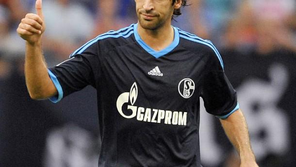 Schalke liegt Raúl zu Füßen
