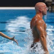 Da ist der Mann: Im Synchronschwimmen gibt es erstmals einen Mixed-Wettbewerb, das französische Duo Benoit Yves Beaufils (r.) und Virginie Dedieu nehmen teil