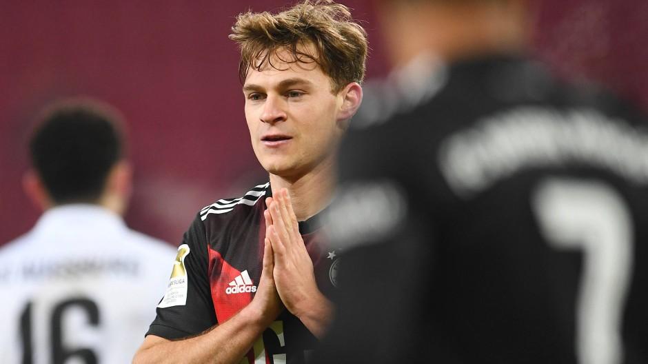 Drei Punkte, aber knapp war es: Joshua Kimmich mit dem FC Bayern in Augsburg