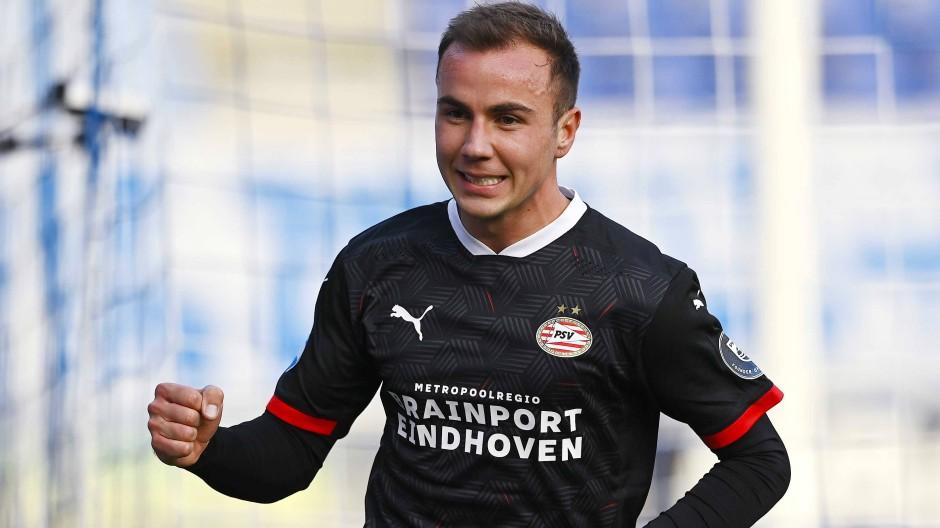 Die Faust geballt: Für Mario Götze hätte der Auftakt in der Eredivisie kaum besser laufen können.