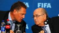 Jerome Valcke (links) war Fifa-Generalsekretär, Joseph Blatter der Präsident beim Fußball-Weltverband.