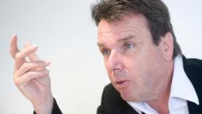 Heribert Bruchhagen - der Vorsitzende von Eintracht Frankfurt im Gespräch vor dem Trainingsauftakt am kommenden Montag