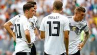 Nationalspieler, ratlos: Mesut Özil, Julian Draxler, Thomas Müller und Toni Kroos (von links) haben gegen Mexiko nicht viel bewegt.