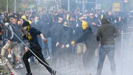 Wasserwerfer und Tränengas in Dresden