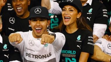 Beste Laune in Abu Dhabi: Weltmeister Lewis Hamilton und Freundin Nicole Scherzinger