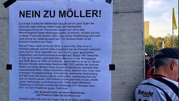 Eintracht-Fans protestieren gegen Andreas Möller