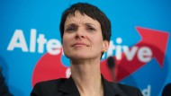 Frauke Petry von Vermummten attackiert