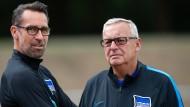 Zorn der Hertha-Fans gegen das Führungsduo des Klubs: Michael Preetz (links) und Werner Gegenbauer.